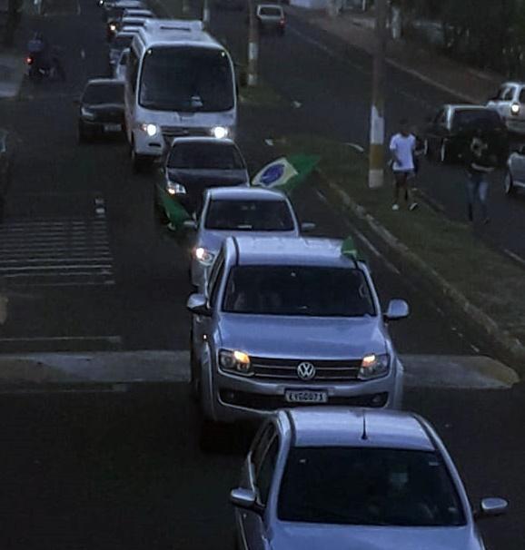 Manifestação em defesa do presidente Bolsonaro percorre as ruas de Fernandópolis