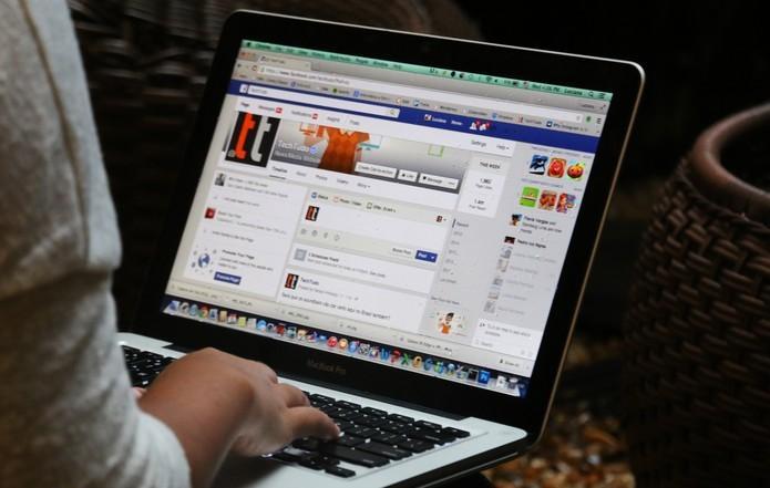 Homem agride esposa após mulher deletar conta do casal no Facebook e acaba preso