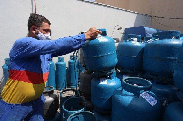 Gás de cozinha chega a R$ 90 na região