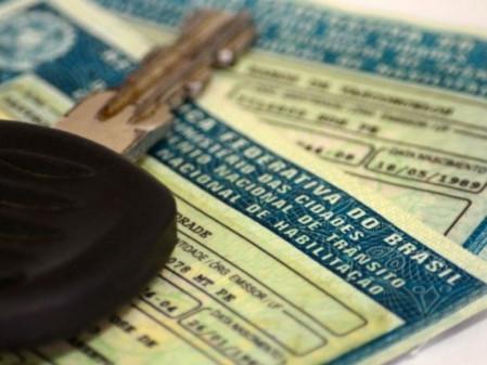 Código de Trânsito: Câmara muda projeto e fixa em 10 anos validade da CNH de motorista profissional