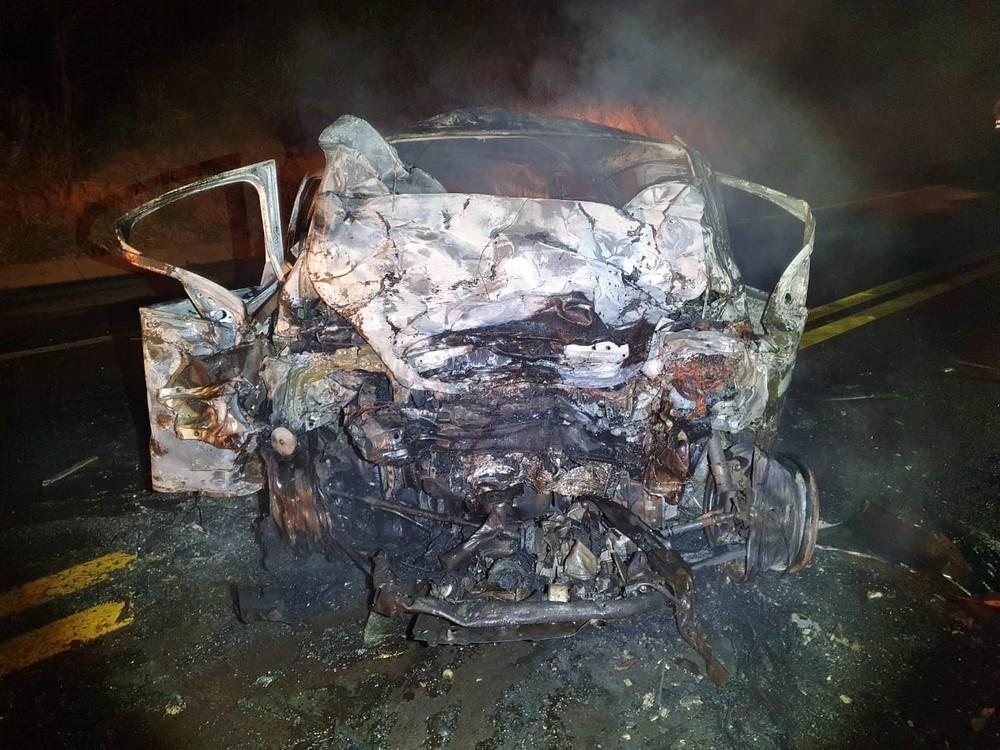 Acidente entre carros deixa quatro mortos