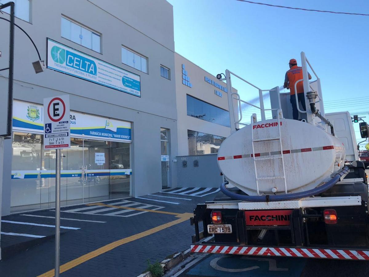 Ruas e calçadas de Fernandópolis são desinfectadas em combate ao Covid-19