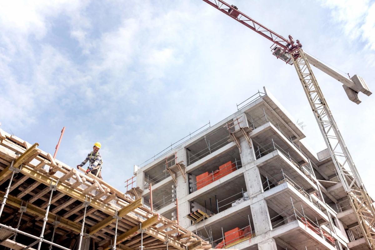 Construção Civil lida com retomada gradativa e incerta, prevendo queda de 2,5% em seu PIB até o fim deste ano