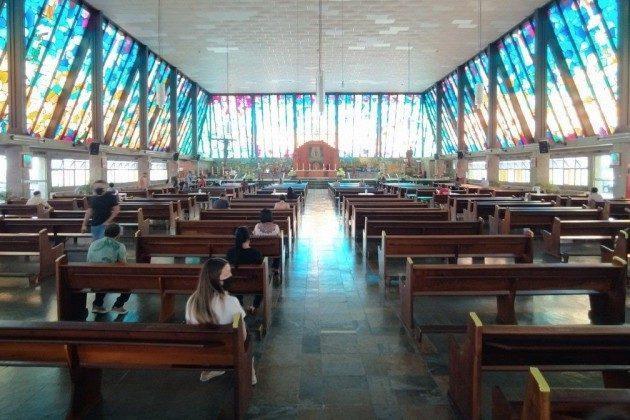 Após decisão do STF, igrejas retomam celebrações