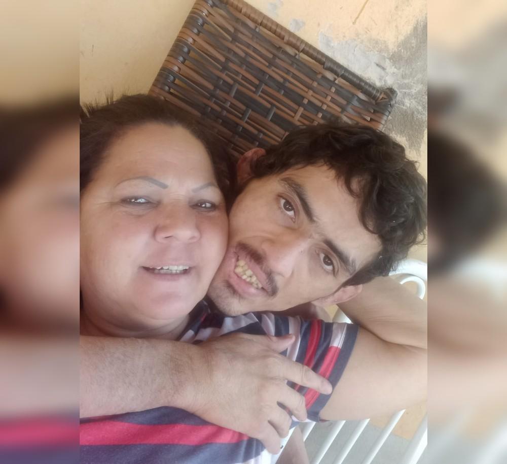 Mãe de autista fernandopolense que ficou acorrentado por mais de 13 anos luta na Justiça por tratamento gratuito