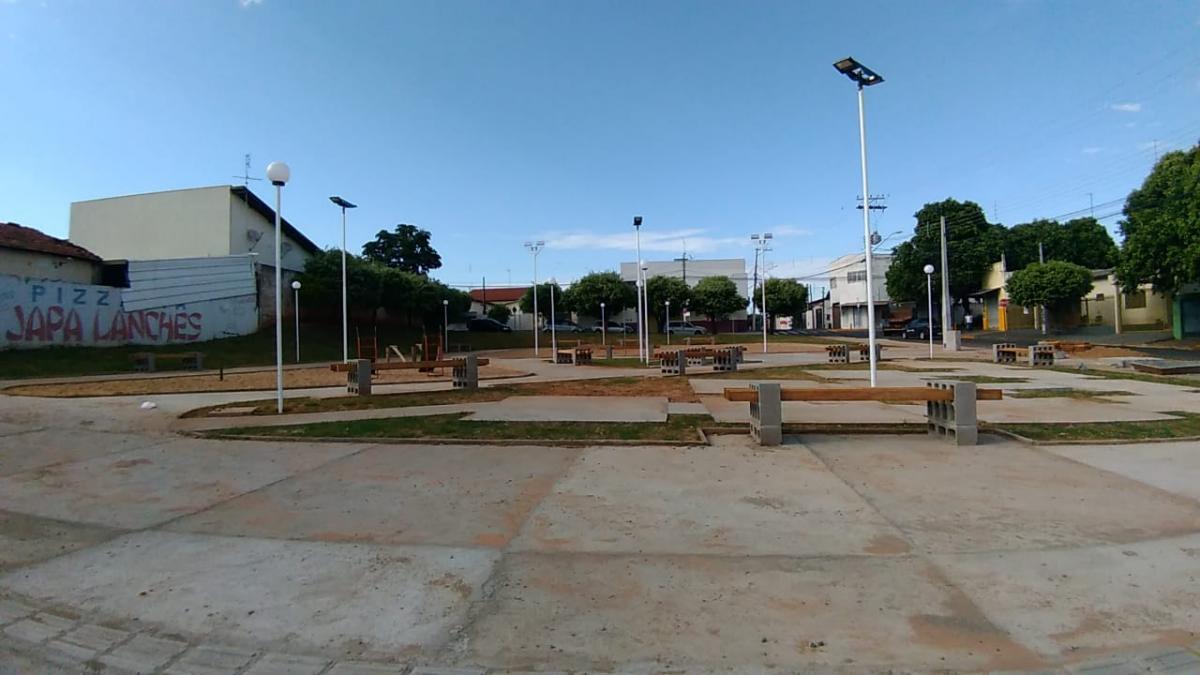 Prefeitura constrói praça na Vila Neves